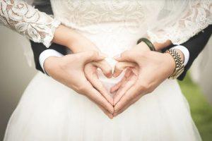 Comment organiser une fête de fiançailles?