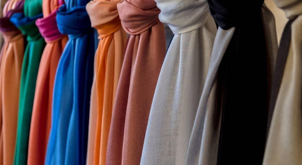 coloris d'écharpes pour femme